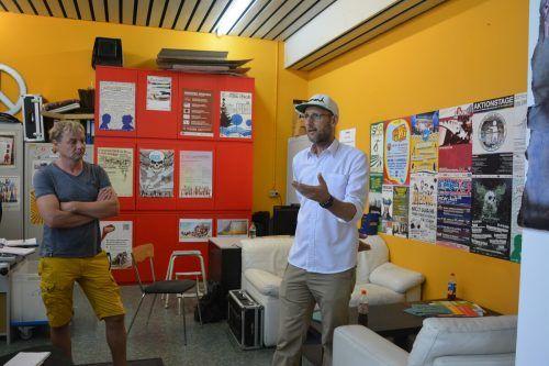 Jürgen Nussbaumer (v.l.) und Roman Zöhrer besprechen, wie es mit der OJAL weitergehen wird.bvs