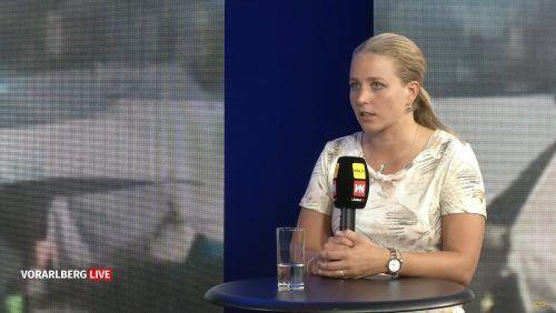 Julia Falkner berichtet in Vorarlberg live über die Zustände.