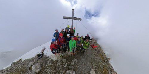 Junge Alpinisten bestiegen vergangenes Wochenende die Zimba, auch wenn das Wetter nicht optimal war.Alpenverein Vorarlberg