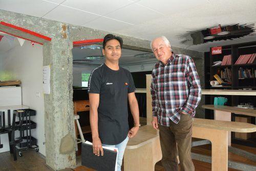 Kausar Matabor (22) aus Bangladesch und Herbert Eisen (79) aus Lustenau sind ein starkes Team. Eisen hilft Matabor mit der deutschen Sprache. bvs (2)