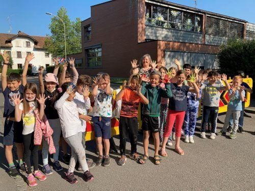 Kinder und Lehrpersonen der Volksschule Hasenfeld hatten bei der Aktion viel Spaß.