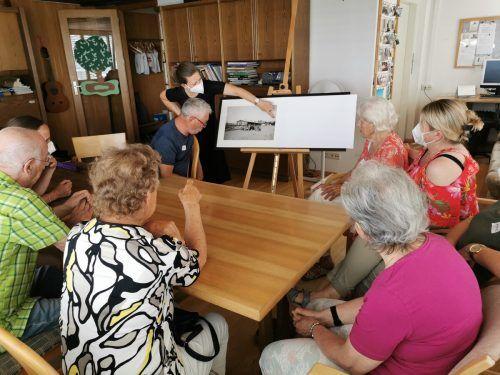 Kunstkuriere vom Kunsthaus Bregenz bringen Kultur zu den Besuchern der Tagesbetreuung des Vereins Sozialsprengel Hard.