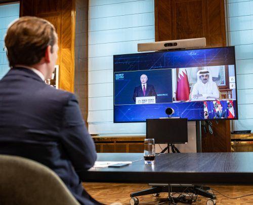 Kurz und der Emir von Katar waren per Videokonferenz zugeschaltet. APA/BKA