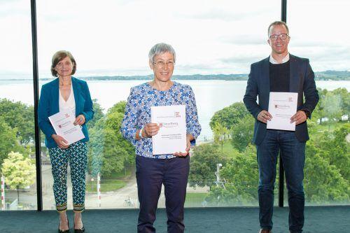 Landesstatthalterin Barbara Schöbi-Fink, Sozialwissenschaftlerin Eva Häfele und Landesrat Christian Gantner im Panoramaraum im Vorarlberg Museum. Hofmeister