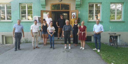 Landtagsabgeordnete aller fünf Parteien nahmen sich Zeit für einen Gedankenaustausch mit der Offenen Jugendarbeit in Bludenz.Villa K.