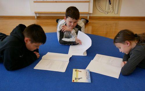 Lesen und vorlesen macht den Jüngsten des SPZ großen Spaß.Gemeinde