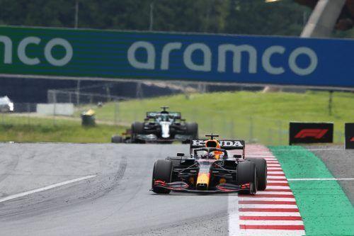 Lewis Hamilton verschwand in Spielberg ziemlich schnell aus dem Rückspiegel von Max Verstappen.gepa