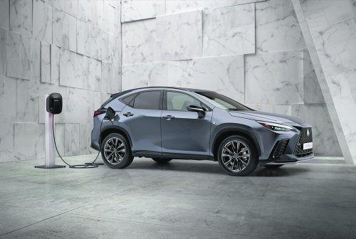 Lexus legt den NX neu auf. Erstmals gibt es einen Plug-in-Hybriden.werk