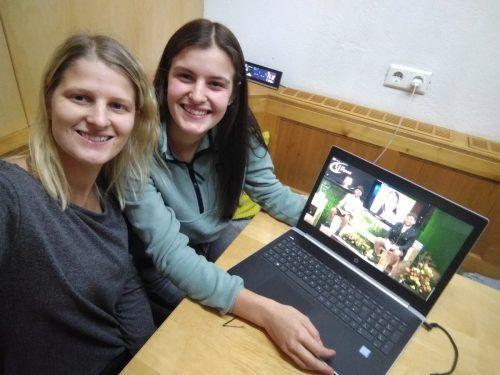 """Maria und Caroline Dünser waren online beim """"Best of"""" dabei.DOB"""