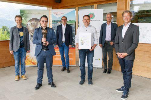Martin Staudinger (l.), Bürgermeister Simon Lins, LR Johannes Rauch sowie Markus Hartmann, Josef Burtscher und Matyas Scheibler.Energieinstitut, BH
