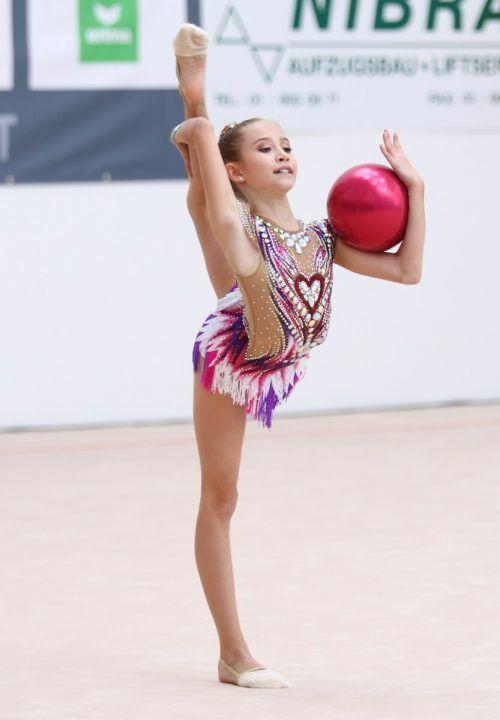 Melina Märk von der TS Röthis war mit vier Goldenen und einer Silbernen die mit Abstand erfolgreichste Gymnastin bei den ÖFT-Nachwuchstitelkämpfen.öft