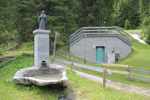 Mit dem Wasser der Sarotlaquelle wird bald Energie erzeugt. Dafür wird heuer ein neues Trinkwasserkraftwerk in Rüti gebaut. VN/JS