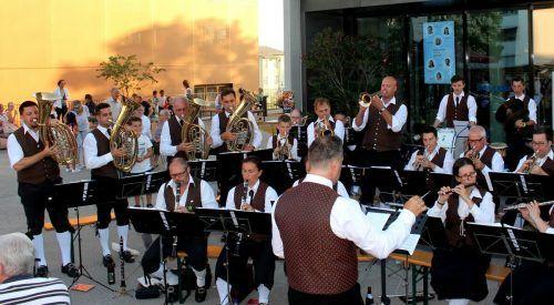 """Mit der Ankündigung zur Durchführung des """"Lochauer Dorffestes 2021 KLEIN"""" hat auch die """"große Musik"""" am 10. Juni ihre Probentätigkeit wieder aufgenommen. bms"""