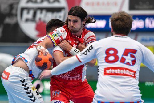Mit drei Trefferin in Serie brachte Goalgetter Ivan Horvat Hard in Front und sorgte für den Umschwung aus Sicht der Gastgeber in einem nervenaufreibenden Krimi.GEPA/4