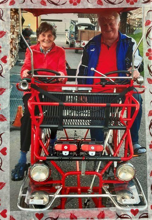 Mit ihrem Doppelrad sind die Jubilare mobil und gerne unterwegs. KL