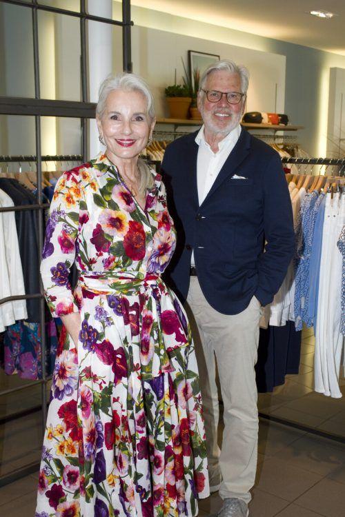Model Gabriela Rickli-Gerster und Hans-Karl Walser beim Mode-Talk.