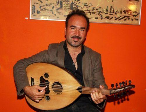 Musikschullehrer Aydin Balli unterrichtet ab Herbst Saz und Ud.Musikschule