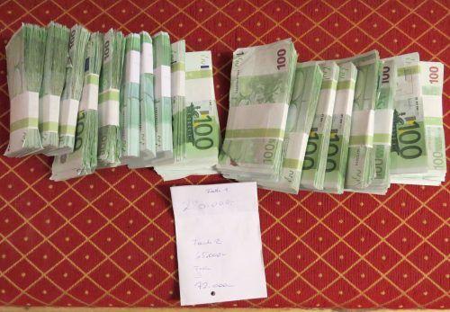Neben dem Bargeld wurden auch zahlreiche Sparbücher gefunden. APA/BMF