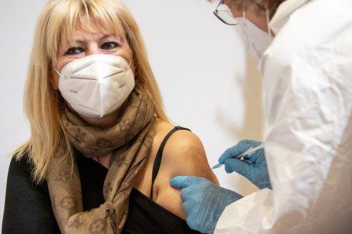 Neben saisonalen Effekten drückt auch die steigende Impfquote die Infektionszahlen.APA