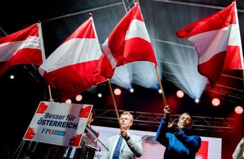 Norbert Hofer (links) und Herbert Kickl lieferten sich ein Match um die Spitzenkandidatur bei der nächsten Nationalratswahl. APA