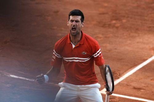 Novak Djokovic schreit seine Freude heraus, Grand-Slam-Titel Nummer 19 ist unter Dach und Fach.AP