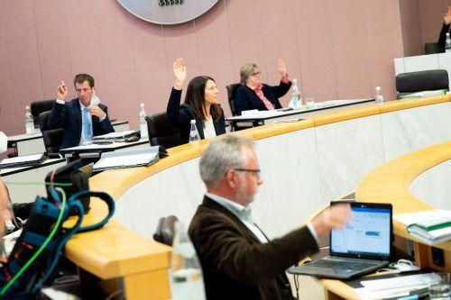 ÖVP, Grüne, FPÖ, Neos stimmten für das automatische Pensionssplitting. Für die Expertin eine Übergangslösung.
