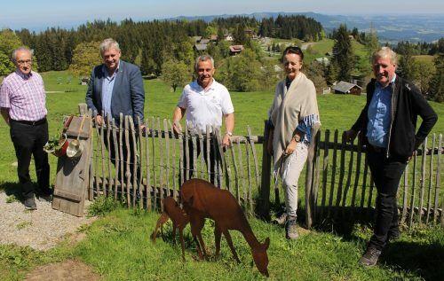 """Präsentierten """"Alpen zum Reinbeißen"""": die KäseStraßen-Pioniere Peter Bereuter, Lothar Eiler, Obmann Max Bereuter, Herlinde Moosbrugger und Erich Schwärzler."""