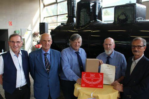 Präsentierten den Preis (v. l.): Walter Rüf, Harald Bamminger, Oskar Müller, Ernst Cavegn und Gottfried Aldrian. STP /3