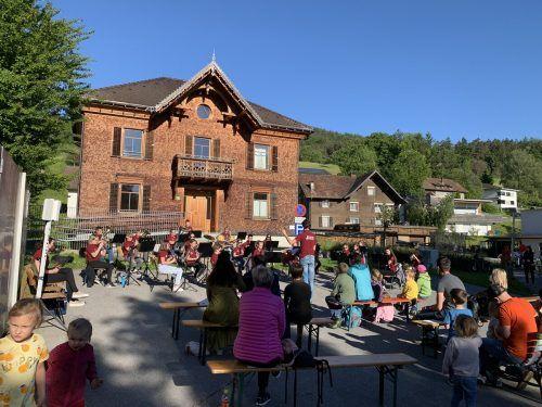 Rocking Church am Pfarrhofareal: Die Jungmusik Weiler durfte ihr Können nach langer Zeit wieder der Öffentlichkeit zeigen. Katrin Längle