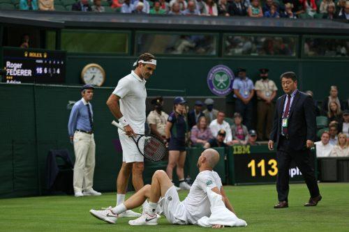 Roger Federer profitierte von der Aufgabe seines Gegners Adrian Mannarino.apa