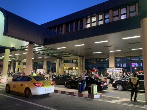 Schon kurz vor fünf Uhr morgens herrschte am Flughafen viel Aktivität.VN