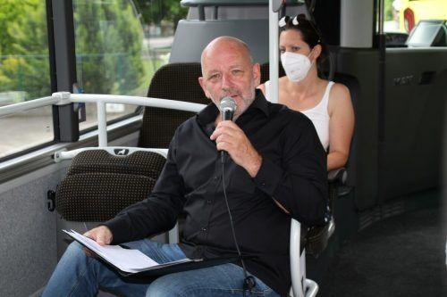 Schriftsteller Robert Schneider und Geschichtenerzählerin Katharina Ritter sorgten für eine kurzweilige Busfahrt.