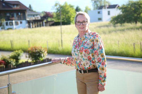 """Silvia Fröhle im Gespräch über """"ihren"""" Ortsteil Nofels. Uysal"""
