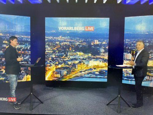 SP-Klubobmann Thomas Hopfner (r.) stellte sich Fragen von Vorarlberg-Live-Moderator Marc Springer. VN/Walser