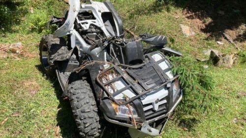 Total beschädigt: Der Quad nach dem Absturz.polizei