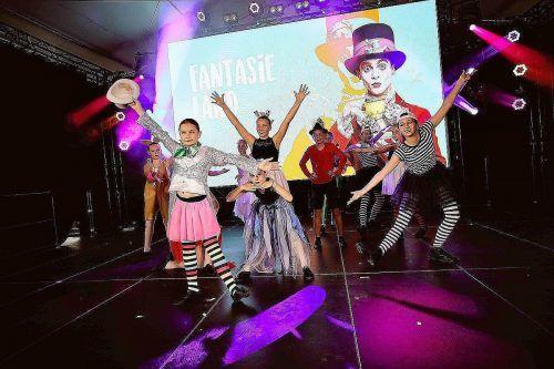 Über 150 Tänzerinnen und Tänzer traten in der Emma & Eugen Arena in Haselstauden auf.cth