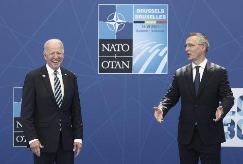 US-Präsident Biden (im Bild mit Nato-Generalsekretär Stoltenberg) versicherte den Nato-Partnern in Brüssel den Beistand der Vereinigten Staaten. AP