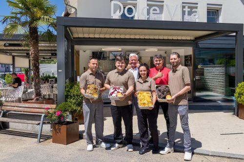Valentin Gava und sein Team der Eis-Manufaktur mit Inhaber Andrew Nussbaumer. dolcevita
