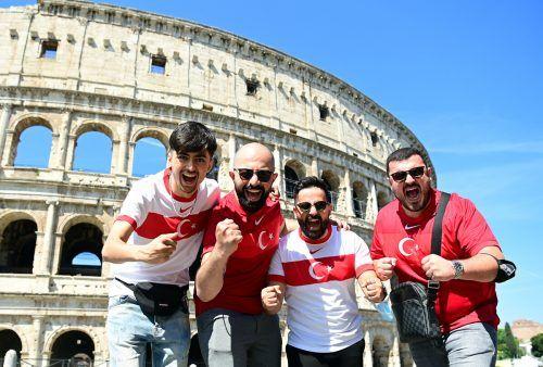 Viele türkische Fans waren vor dem Eröffnungsspiel in Rom unterwegs.gepa