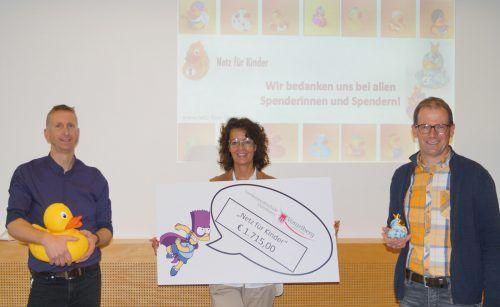 V.l.n.r.: Markus Burgstaller, Conny Amann und Dir. Herbert Wehinger.Netz für Kinder