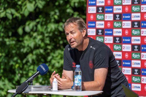 Während einer Pressekonferenz hat Dänemarks Teamchef Kasper Hjulmand ganz klar Stellung zum Regenbogenverbot durch die UEFA bezogen.afp