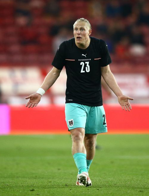 """""""Wer spielt jetzt im Zentrum?"""", scheint sich Wolfsburg-Legionär Xaver Schlager zu fragen.gepa"""