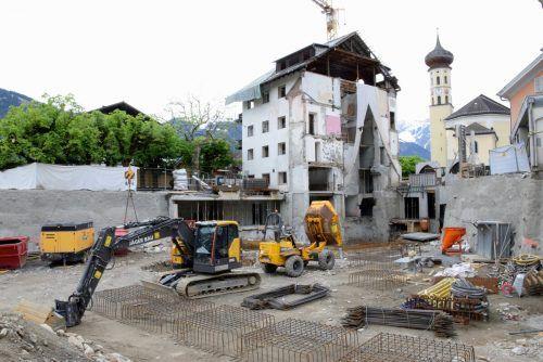 Wo einst das Hotel Taube stand, klafft derzeit eine riesige Baugrube.SCO