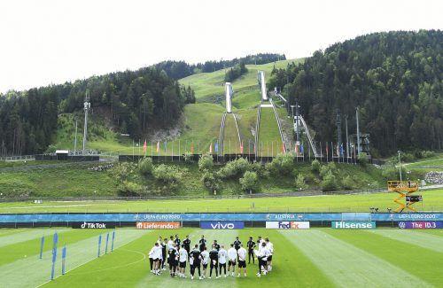 Wunderbare Kulisse in Seefeld beim ÖFB-Teamtrainingscamp. Dennoch, komplett unbeobachtet ist man in Tirols Bergen nicht.apa