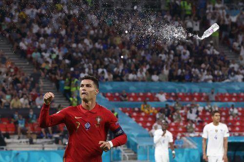 Zweimal per Elfmeter: In seinem 178. Länderspiel trifft Cristiano Ronaldo zum 108. und zum 109. Mal und macht damit ein ganzes Land glücklich.AFP