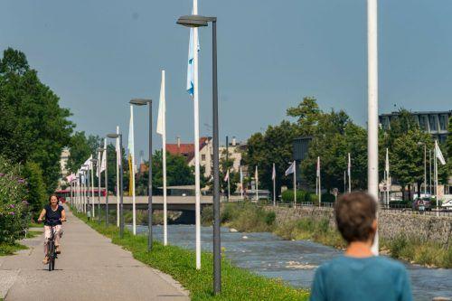 34 besondere Fahnen wehen nun entlang der Dornbirner Ache. stiplovsek