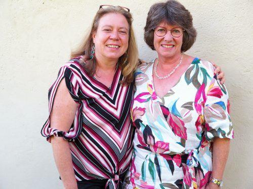 Absolventinnen Sabine Riedle und Barbara Schmidt.
