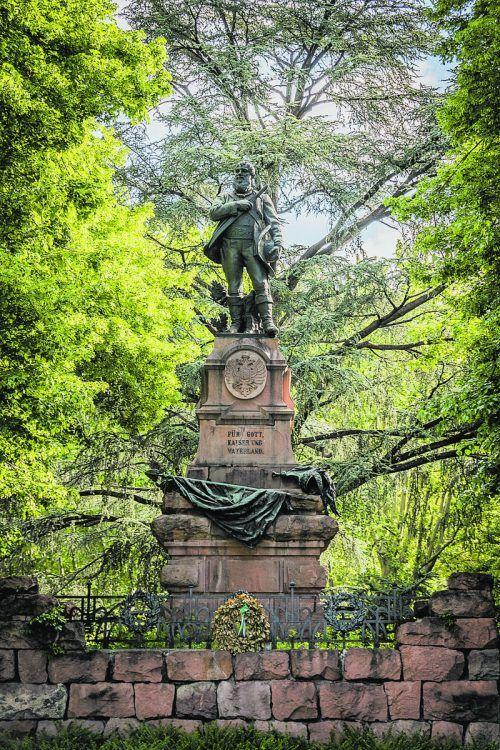 Auch vor dem Bahnhof in Meran erinnert eine Statue an Andreas Hofer.