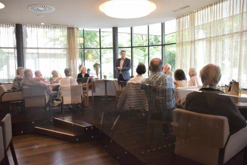 Bgm.Christian Natter informierte über das aktuelle Gemeindegeschehen.hapf