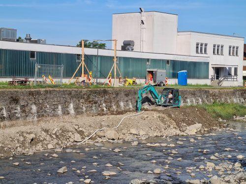 Zwischen Nummernsteg und Egetensteg werden derzeit die Ufermauern der Dornbirner Ache saniert. lcf